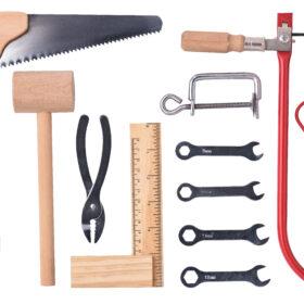 Puidust ja metallist tööriistakomplekt